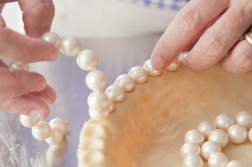Pie-crust-crimp-with-pearls